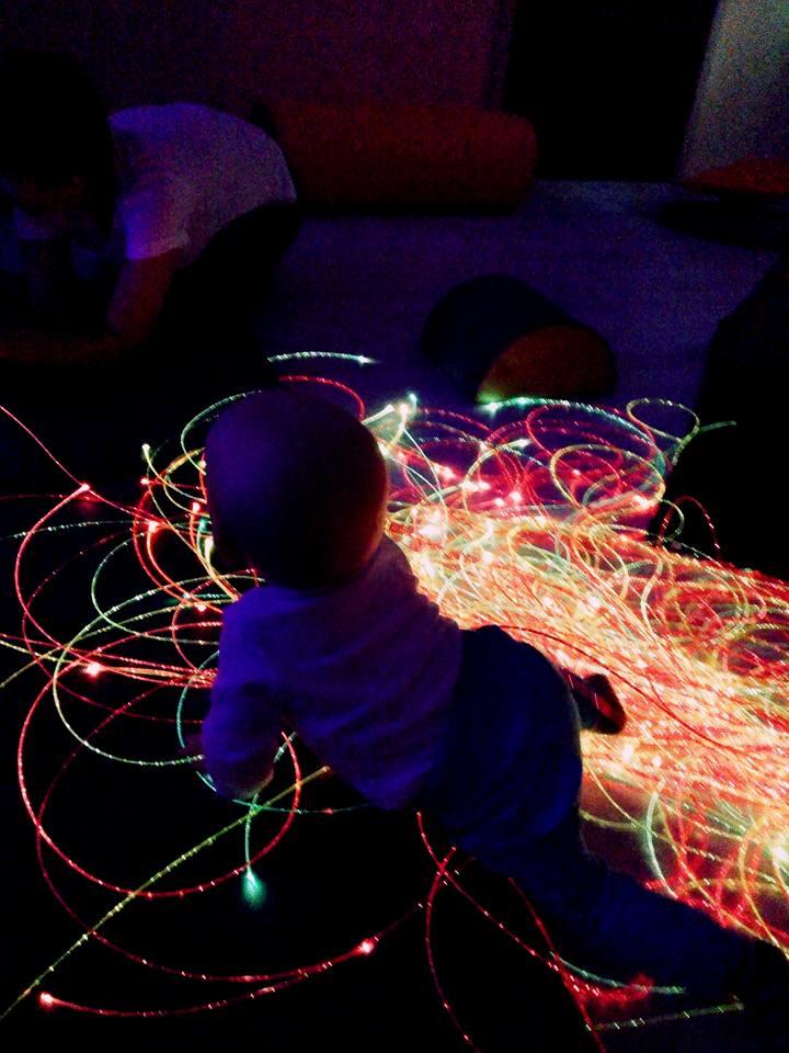 Sala doświadczania świata, światłowody